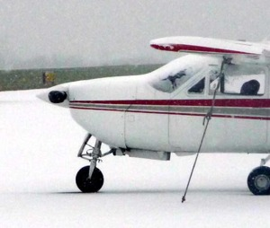 airplane-in-snow